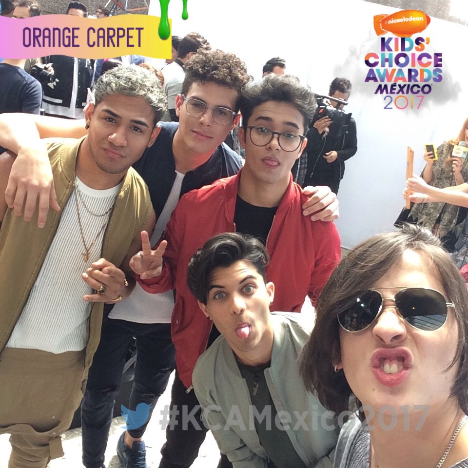 Selfie time en #KCAMexico2017 @cncomusic https://t.co/i9FFYV886D