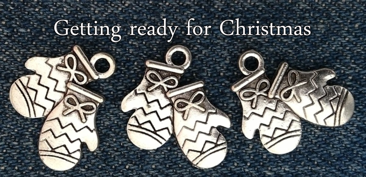 New arrivals!!! Antique silver Christmas gloves charms  Check out in my #Etsy Family shop  https://www. etsy.com/il-en/listing/ 552182693/ &nbsp; … <br>http://pic.twitter.com/VUyYMqp3CU