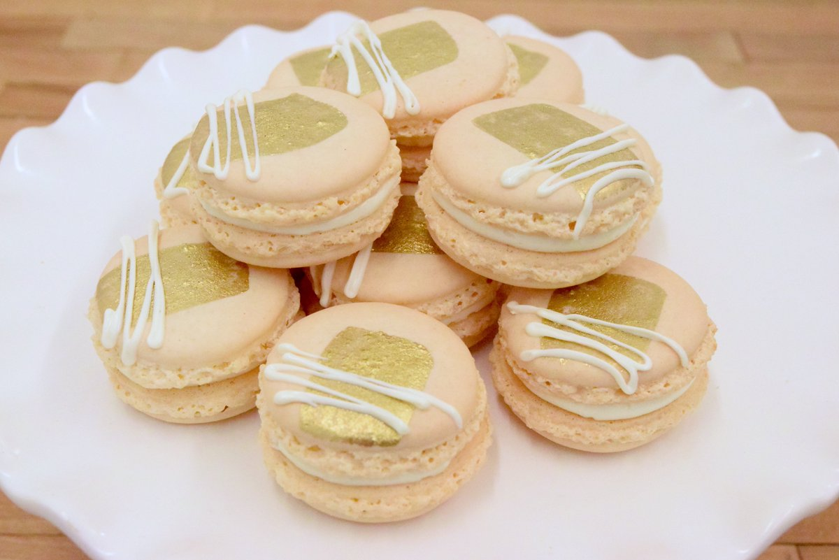 We're starting to have fun with our French macarons! https://t.co/v09Q...