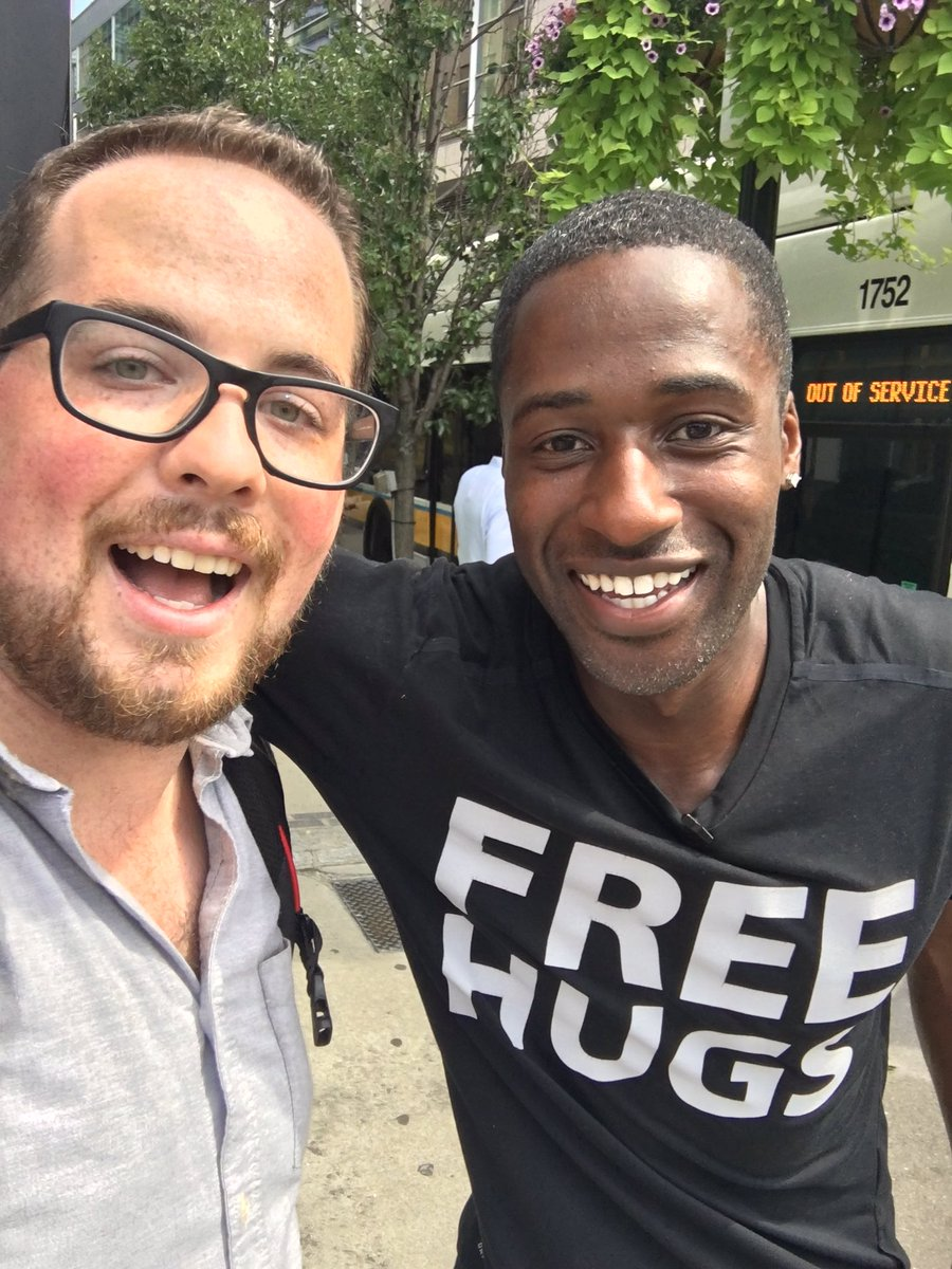 Found the @FreeHugsProject and got a much-needed #hug if course. <br>http://pic.twitter.com/tqiEDrdH7A