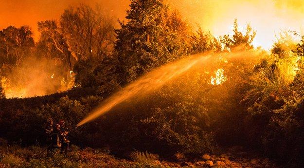 #Incendie maîtrisé à Calinzana #Corse http:// sur.corsematin.com/Dl4k-ojfn    pic.twitter.com/AFnMcXnAzn