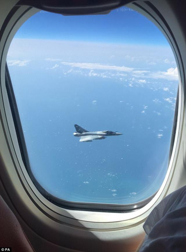 Un avion de Jet2com escorté par des avions de chasse français après les attentats en Espagne - https://t.co/JsEciRHBAD @crashaerien