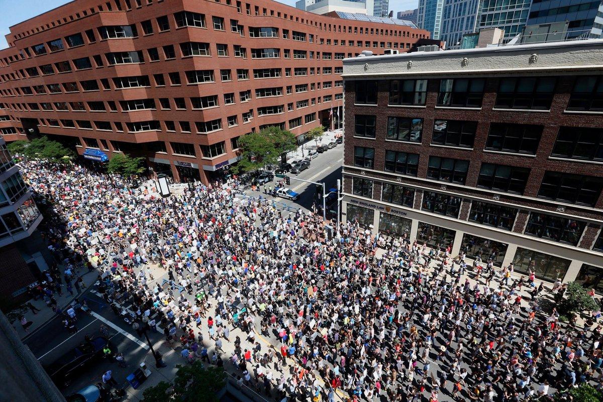 Police estimate the crowd size around the Boston Common area today was around 30,000 to 40,000 people. https://t.co/82mIM92WXz