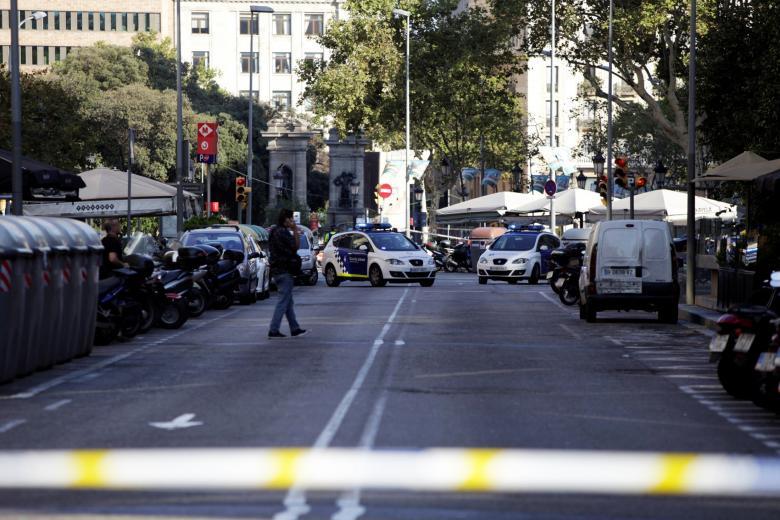 A polícia da Espanha acredita que terrorista que dirigia a van que matou  13 pessoas em Barcelona continua solto. RBN, 19h45!