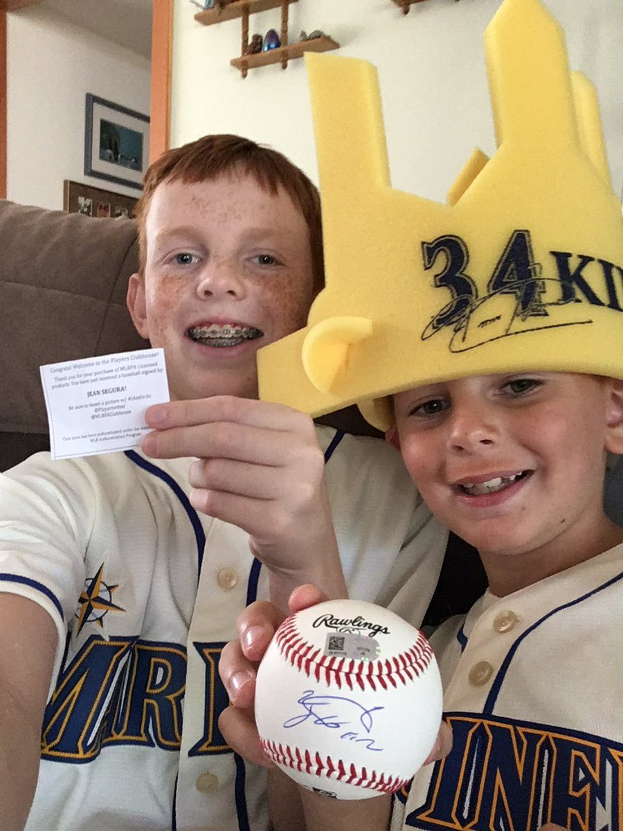 #whereiroot #mariners I root from my house with my little brother go mariners from hayden!.#jean segurasignedball <br>http://pic.twitter.com/OQoJdDeSKK