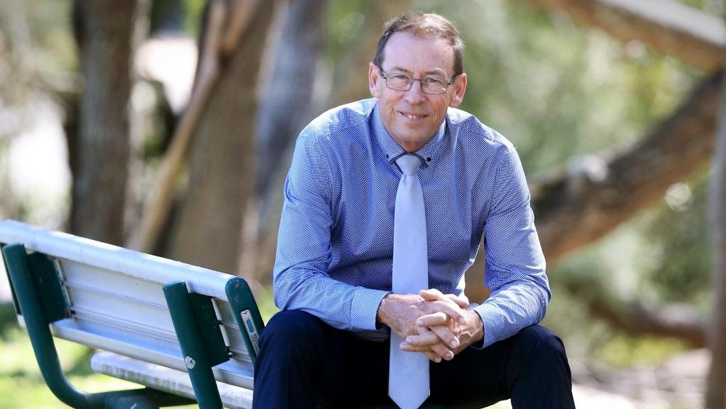 Former 'Plonker' MP Peter Dowling plans to contest his old seat at state election https://t.co/1J2Vy1wSBM #qldpol