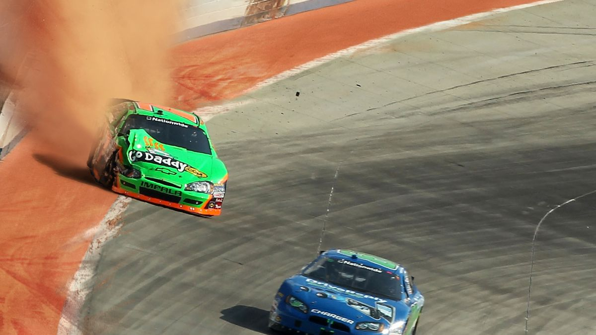 NASCAR Adds Gravel Warning Track To Alert Drivers Of Wall trib.al/Yb4fa2E