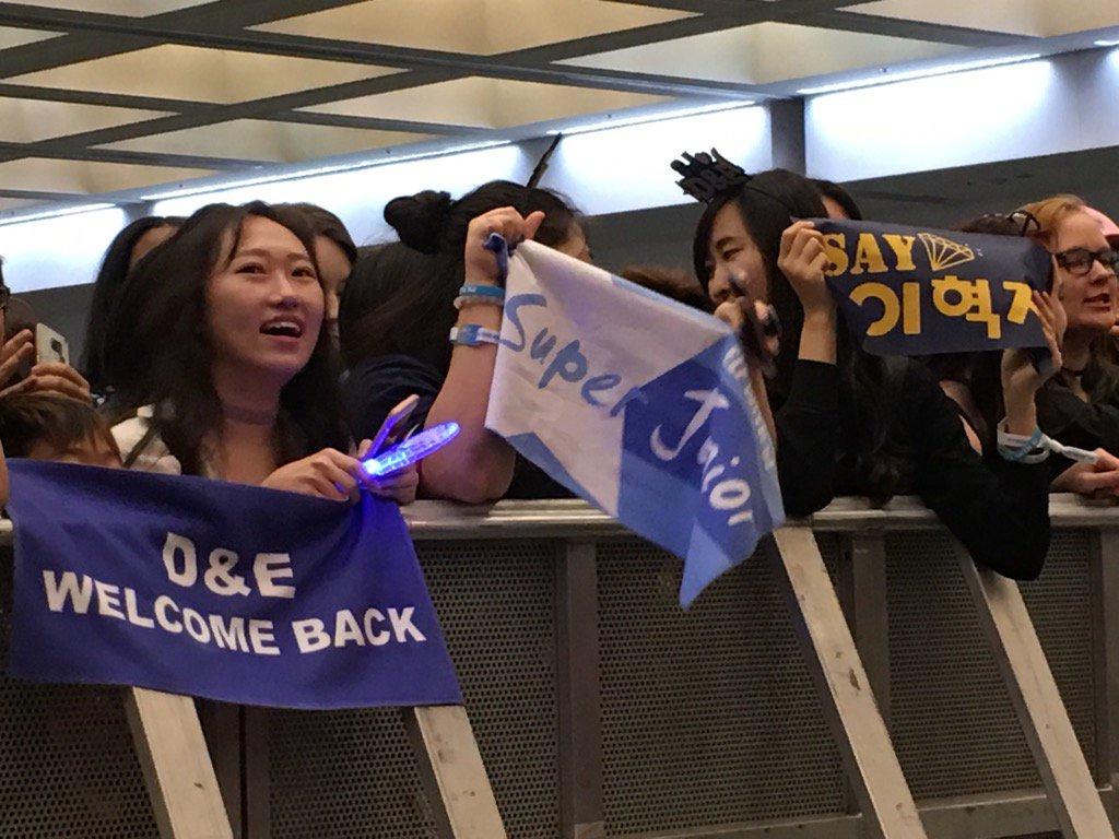 #D&amp;E fans in high spirit at #KCONLA17 #KCONLA <br>http://pic.twitter.com/4yKmZt0kZ4