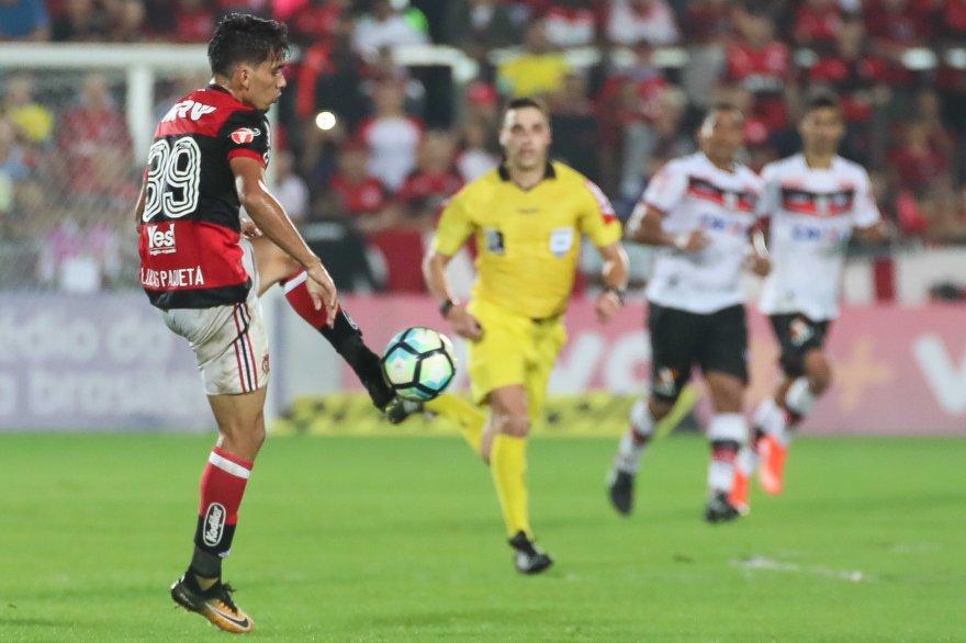A mudança de posição não afetou Lucas Paquetá, que jogou com muita disposição, movimentação e qualidade #ArribaGarotos