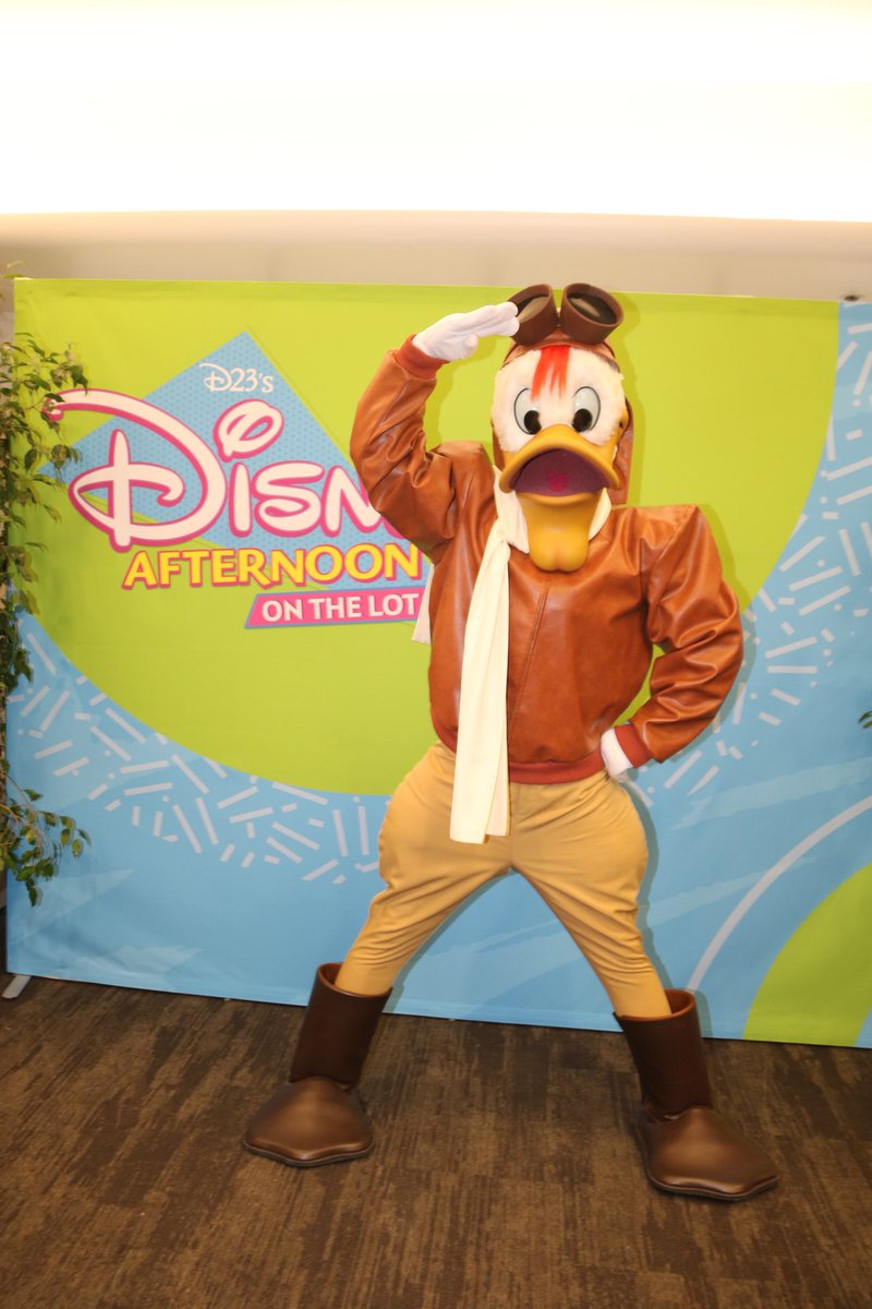#Launchpad is also at the #D23Afternoon at the #Disney lot! #D23 #DisneyAfternoon #Ducktales #DarkwingDuck #LaunchpadMcquack<br>http://pic.twitter.com/OvU5shRePS