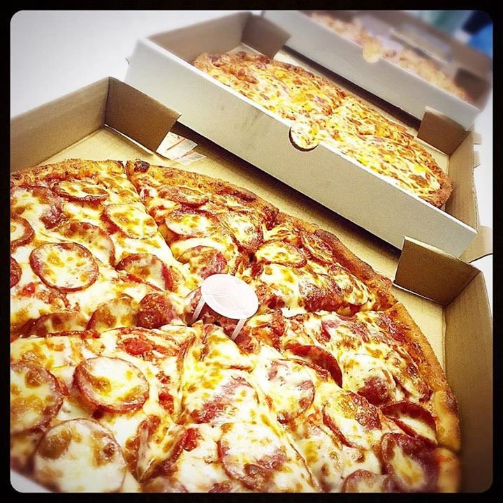 Beauty comes in all shapes and sizes. Small, large, circle, thin crust, thick crust...all shared among good friends!  #Singapore #pizza <br>http://pic.twitter.com/4p0qibLaiN