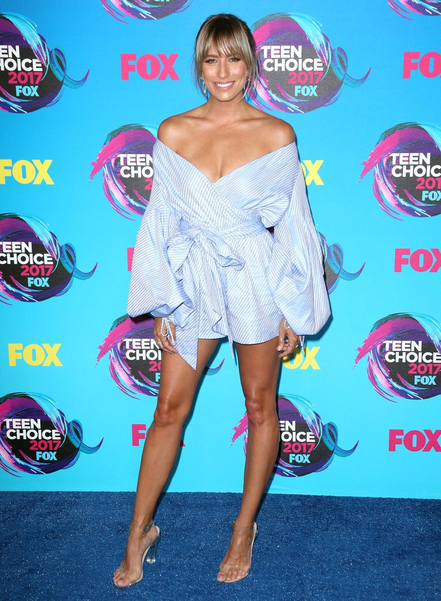 #ReneeBargh in #Alexis dress and #TonyBianco shoes at the 2017 Teen Choice Awards. #AboutHerStyle<br>http://pic.twitter.com/WSFz78DIa6