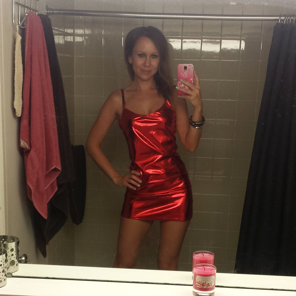 3 weeks without a #bathtubselfie is criminal! Going to dance hard tonight!!  #clubbing #reddress #saturdaynight #montreal #xo<br>http://pic.twitter.com/BbNeGS0jVq
