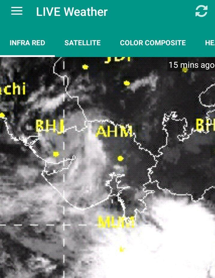 Looks Like Very #HeavyRain in #South_Gujarat , #RiverTapi #CatchmentArea &amp; #Mumbai + #Maharashtra Area   @IMDWeather @pkumarias<br>http://pic.twitter.com/1fwgoRTHzR