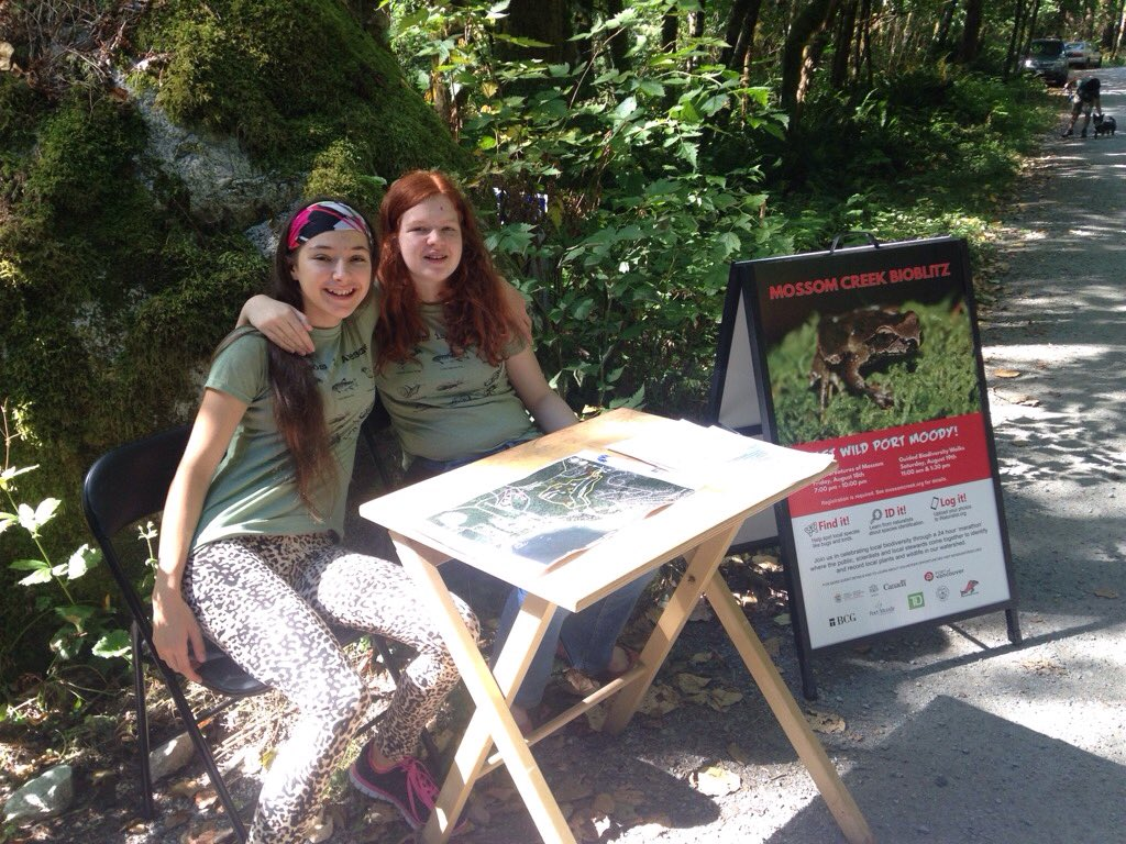Mossom #volunteers and best buds Michelle and Ella help w #Bioblitz biodiversity walk registration. #youth <br>http://pic.twitter.com/IOqeW0wBqy