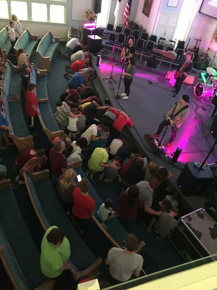 30 students said yes to Jesus tonight at the FORGED youth rally in Farmington, MO!!! #folmusic #worship #jesus #youth #youthrally<br>http://pic.twitter.com/dvTTUZz0M2