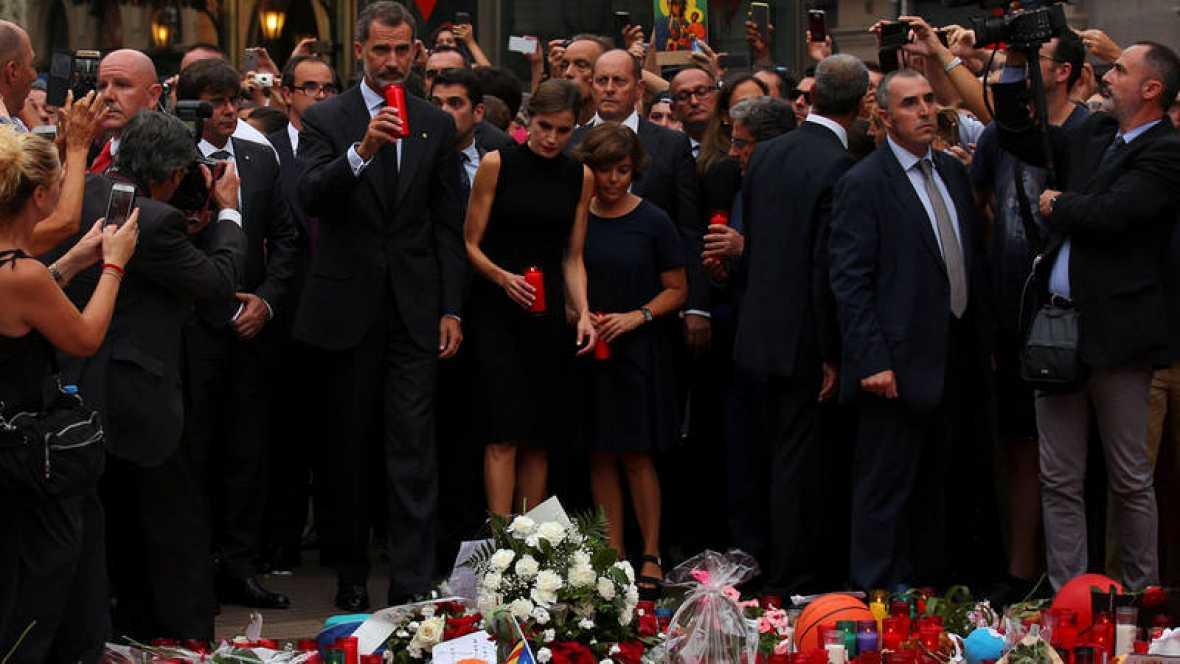 Los reyes presiden una misa en la Sagrada Familia en homenaje a las víctimas del atentado en Cataluña https://t.co/TBumMaNLw6