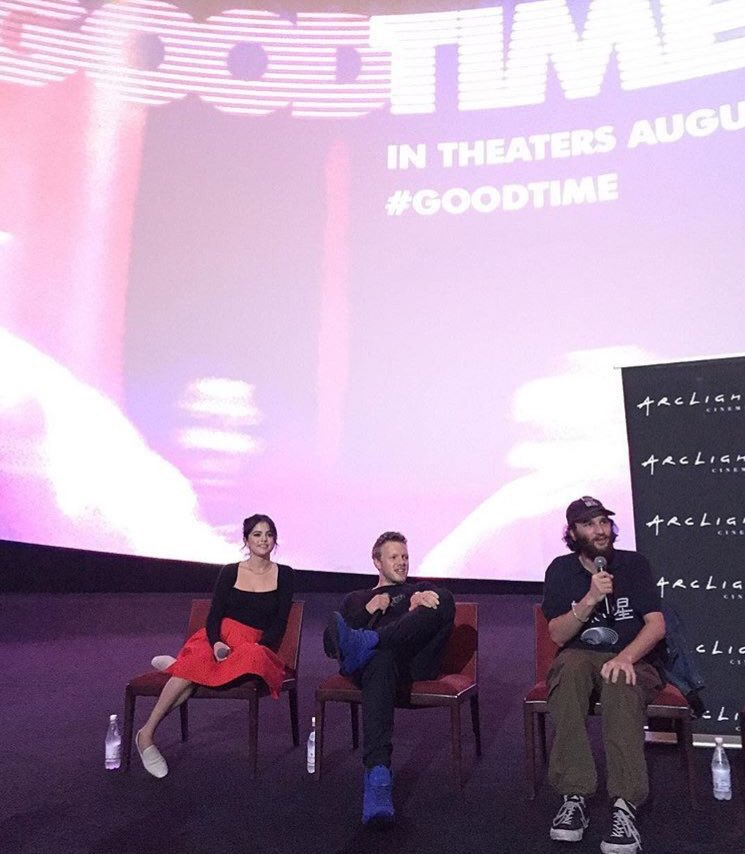   Selena moderating the #GoodTime Q &amp; A <br>http://pic.twitter.com/uVIdr1YRLe