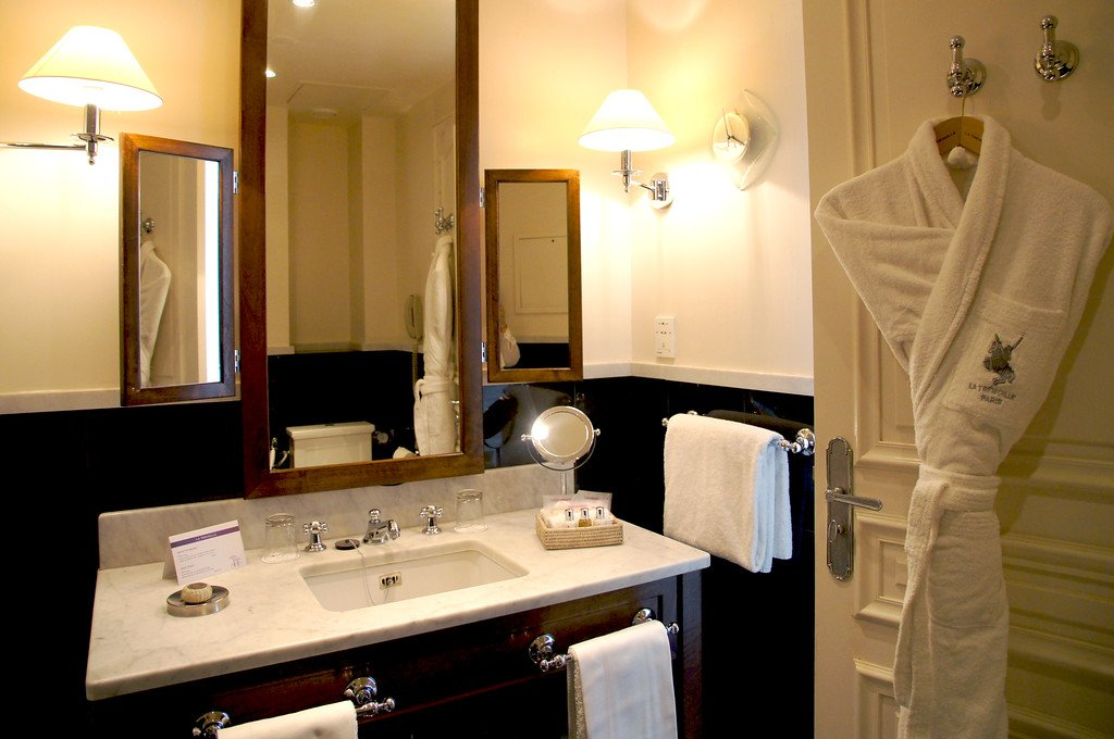 A short and stylish stay at Hotel de la Tremoille in #Paris -  http://www. beautifullytravelled.com/hotel-de-la-tr emoille-paris &nbsp; …  - @LaTremoille @Paris #luxurytravel #luxury #travel<br>http://pic.twitter.com/egDSbAo43h