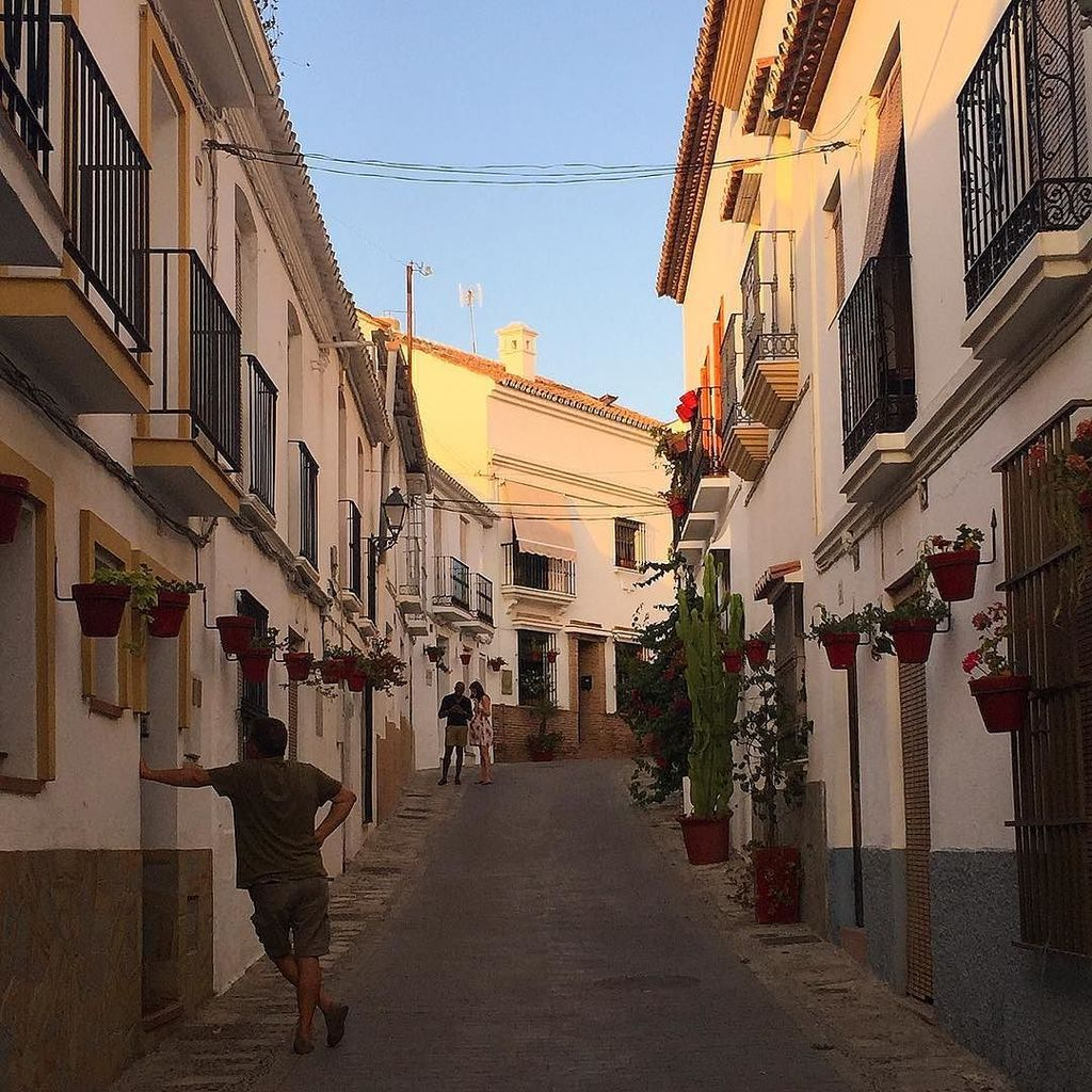 Typical street of Estepona old town #andalousie #espagne #spain  http:// ift.tt/2v2N7cY  &nbsp;  <br>http://pic.twitter.com/aAAvmNHKlh