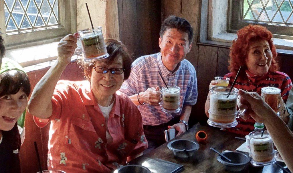 昨日のユニバ、ハリポタエリアのレストランで乾杯!右から:野沢雅子さん、島田敏さん、古川登志夫、柿沼紫乃。 pic.twitter.com/QRRlEW2dcx