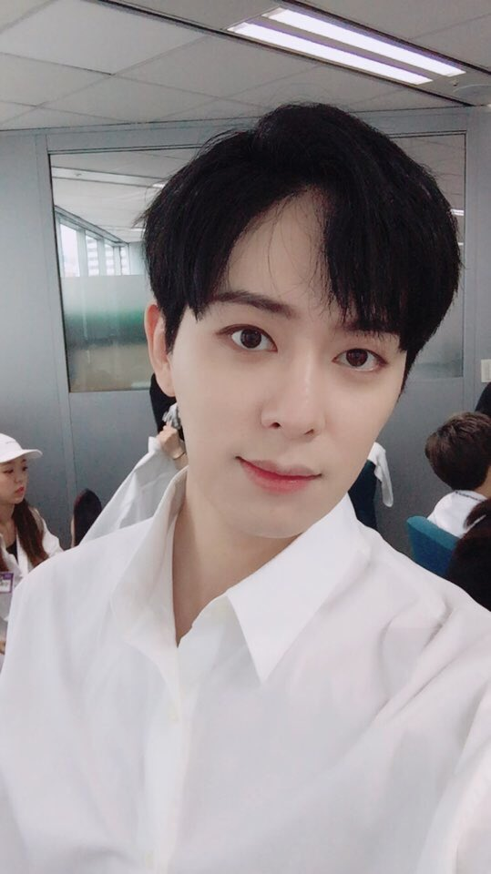 [TRANS] 170820 Donghyun&#39;s Twitter Update @BOYF_DH Though it was raining, thank you (for coming) everyone #보이프렌드 #STAR #NEVER_END<br>http://pic.twitter.com/5qjBmhEDCL