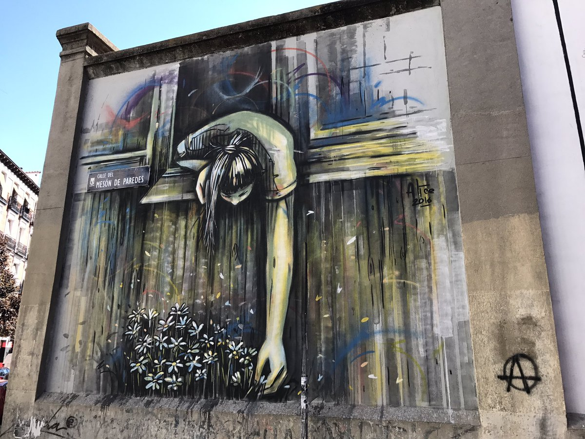 OMG!!!!! Simply stunning by Alice Pasquini in Madrid (photo @martin1smith2) #StreetArt #Madrid #AlicePasquini<br>http://pic.twitter.com/CPOkUKFR6W