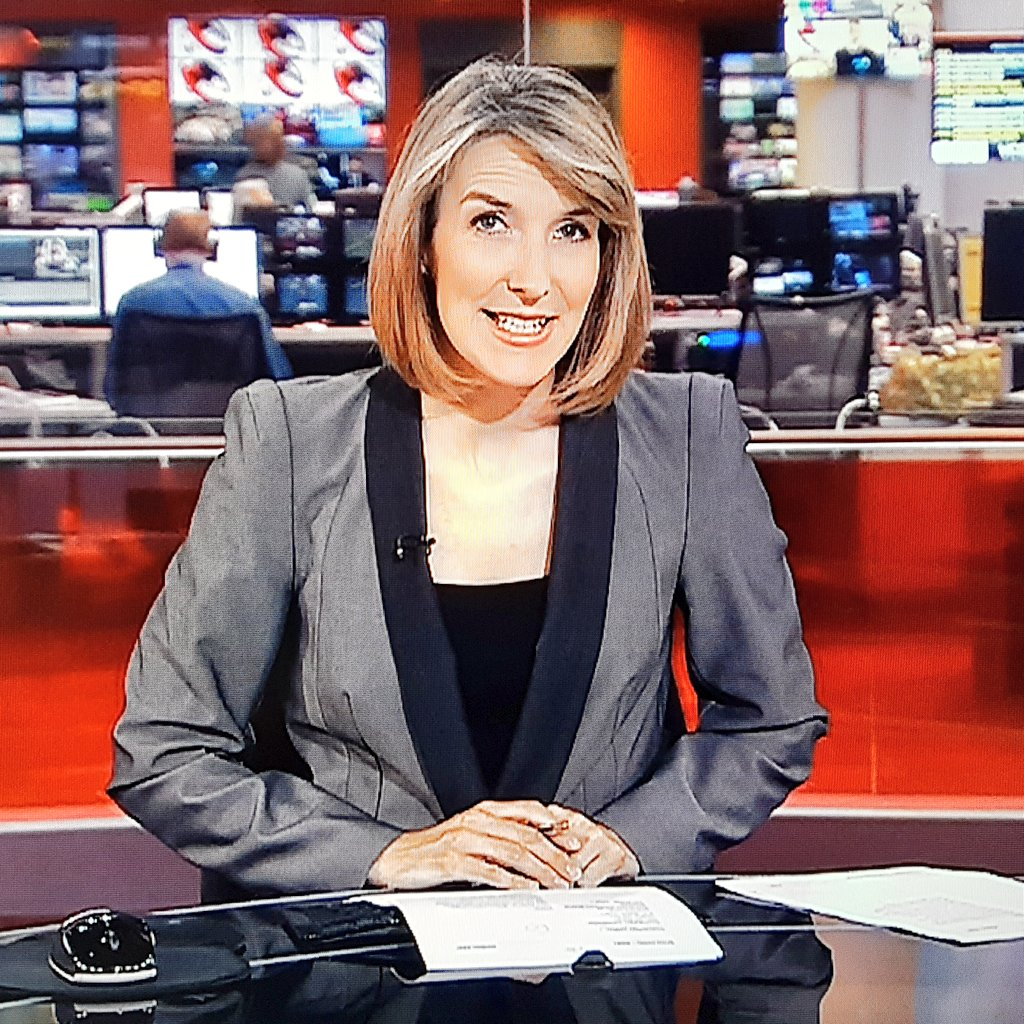 Stylish Rachel presenting Saturday&#39;s #BBCNews #RachelSchofield #style #fashion #smile #tvpresenter #blonde #hairstyle #greyjacket #glamorous<br>http://pic.twitter.com/Sdu05jmYcC
