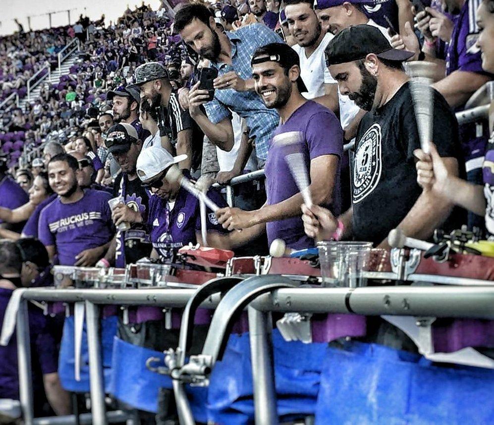 #Kakà - squalificato - in curva a tifare coi suo tifosi di Orlando... 🥁🥁🥁  #MLS   (FOTO @delinquentweet)