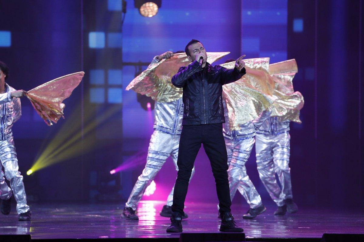 Singing to glory, #KamaalKhan rocks the show and how! #IIFAROCKS #IIFA2017 What a mesmerizing performance!