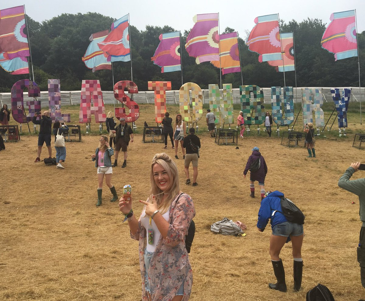 #DeskBuddyUK does indeed love a festival; in fact @ChelleKButler knows this too, we met at #Glasto17 &amp; I sampled her amaze nachos! <br>http://pic.twitter.com/GyHyvOscfU
