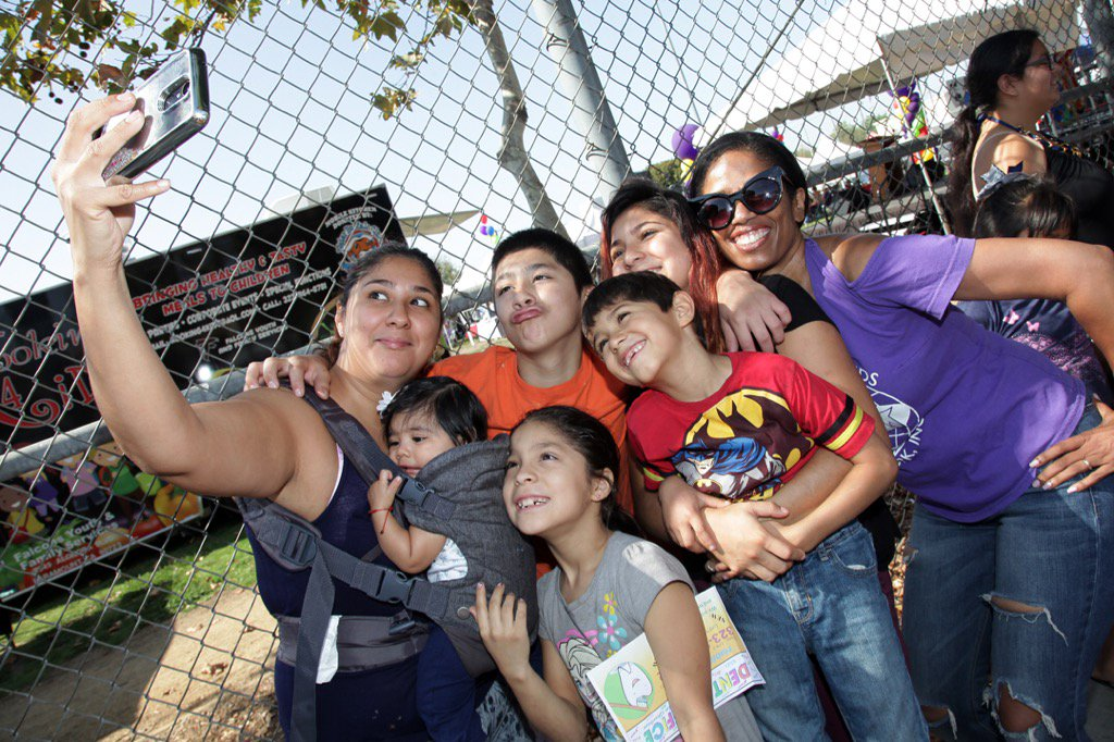 Look at this amazing family! They waited in a long line @SpecialNeedsLA #Back2School &amp;were still all smiles! #selfie <br>http://pic.twitter.com/d2lvUD3ClK