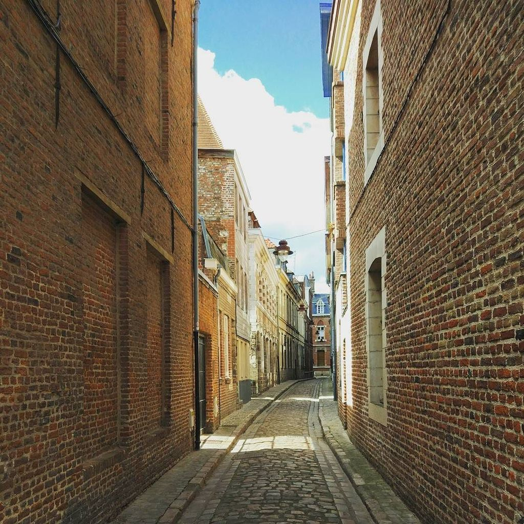 Exploring the small streets of #Lille  -- #travel #france #vieuxlille #igerslille #instalille #lillemaville #fran…  http:// ift.tt/2wlfHdD  &nbsp;  <br>http://pic.twitter.com/4qbJakn5WH