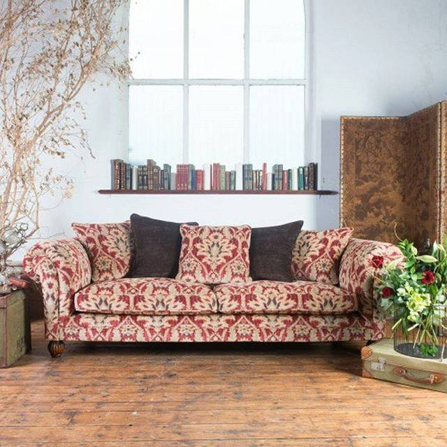 The Elgar is a beautifully quintessential chesterfield-style sofa with a #contemporary twist. <br>http://pic.twitter.com/VQ96Z3bshz