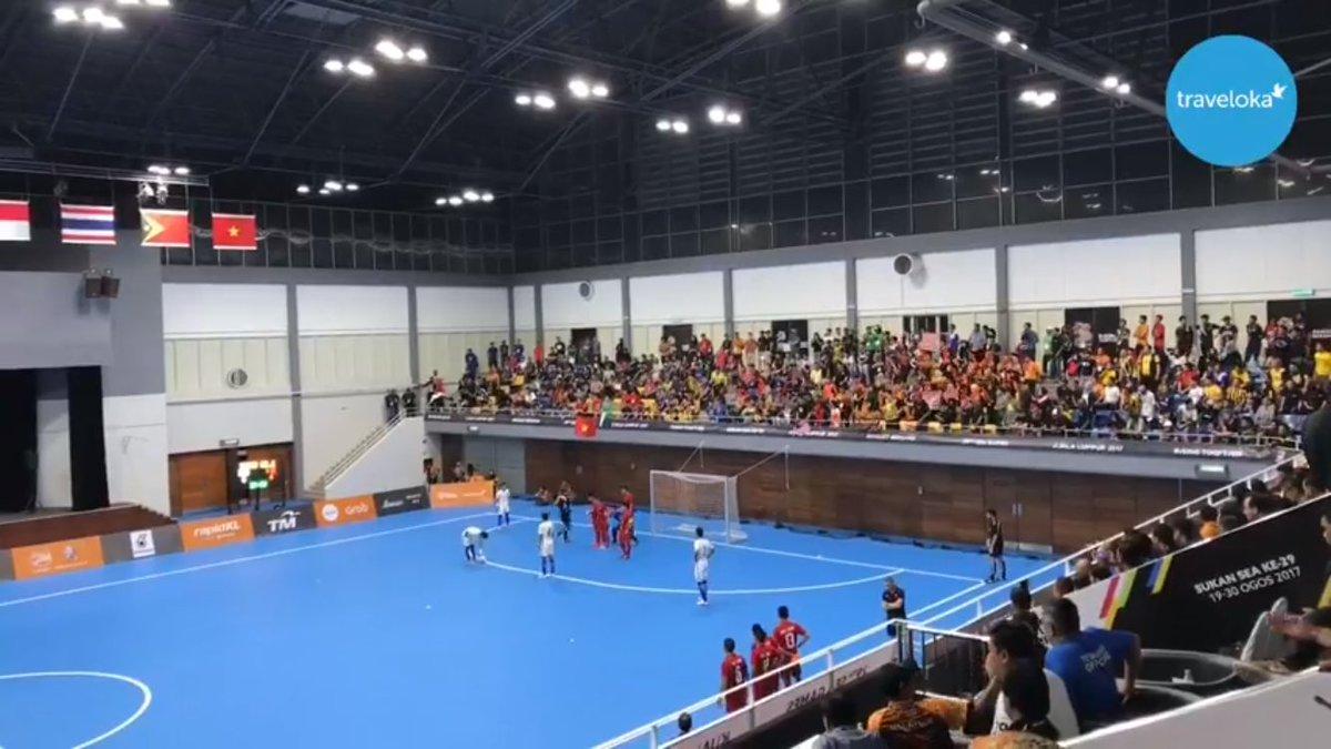Futsal (M): #MAS v #VIE  #kl2017   Live now:  https://www. facebook.com/TravelokaMY/vi deos/1915962685288170/ &nbsp; … <br>http://pic.twitter.com/3r0kHpCizB