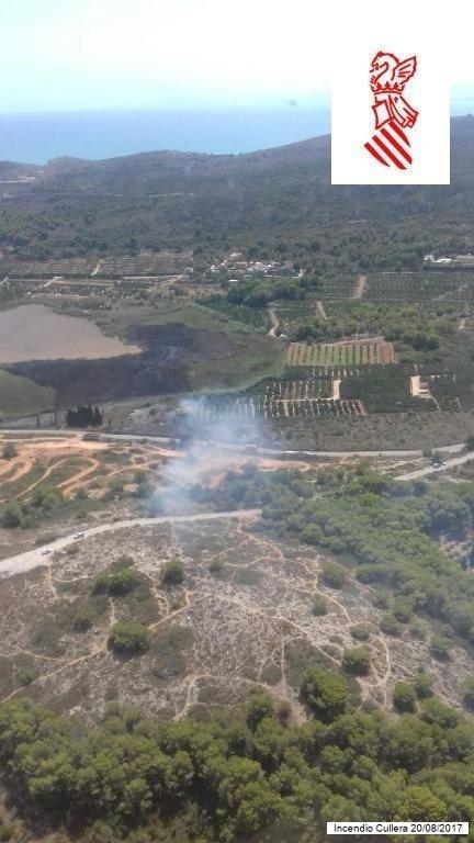 Medios terrestres y aéreos tratan de apagar otro fuego en el parque de  L Albufera a3ced5421c0