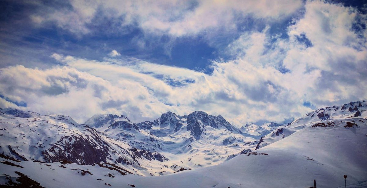 Heaven.   https:// buff.ly/2w8p6F2  &nbsp;   #Meribel #Les3Vallees #LuxuryTravel #winter <br>http://pic.twitter.com/XWXWQ9MZQL