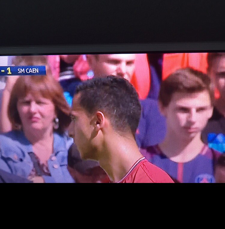 Pendant ce temps là, à Pierre Mauroy, les supporters du PSG profitent...