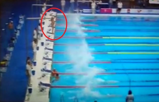 Attentats en Catalogne: Un nageur espagnol sacrifie sa course pour rendre hommage aux victimes de Barcelone https://t.co/9z0wBDFcKZ