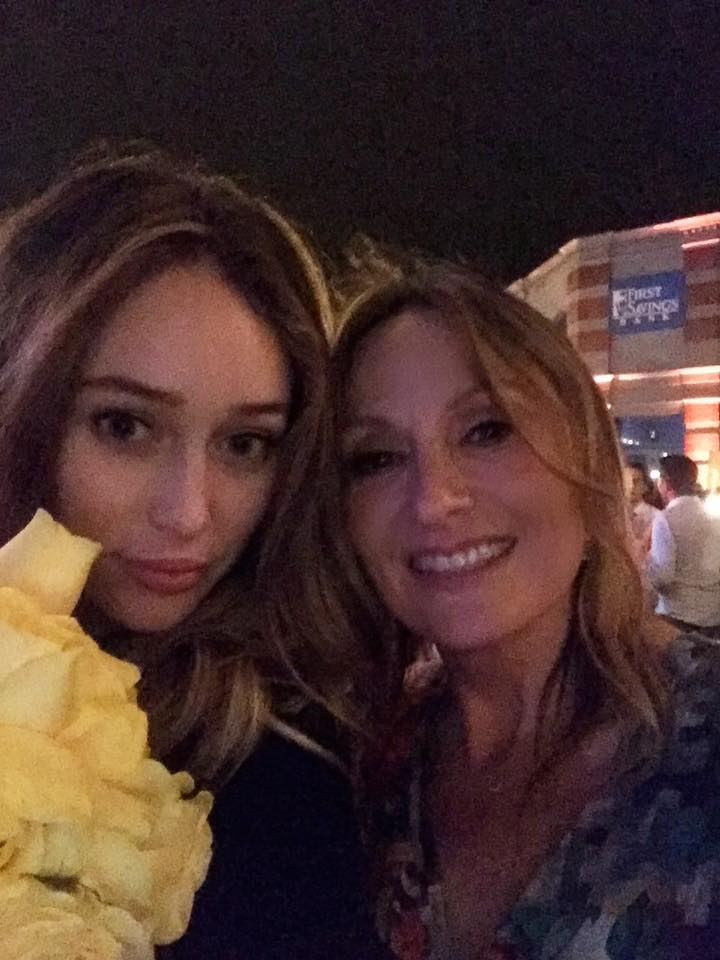 .@DebnamCarey with Caty #makeupartist on #FearTWD<br>http://pic.twitter.com/HzjFhoD6Yy