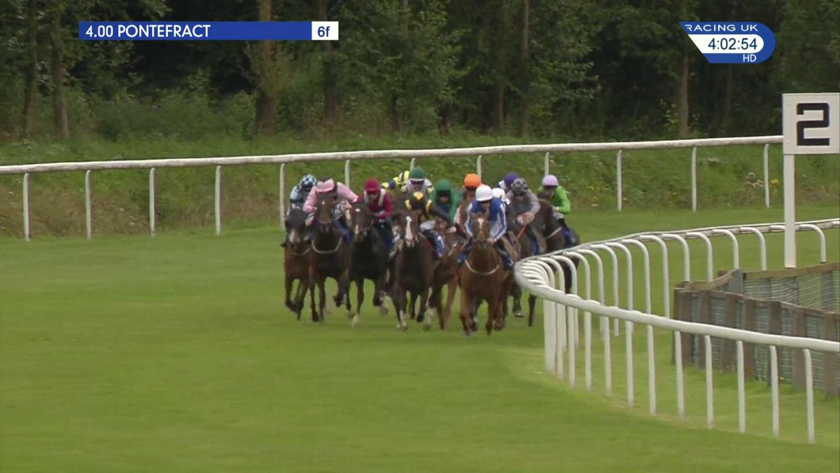 A thrilling finish to the feature as Queen Kindly (7-4f) holds on from the fast-finishing Eartha Kitt for Tom Eaves & @RichardFahey