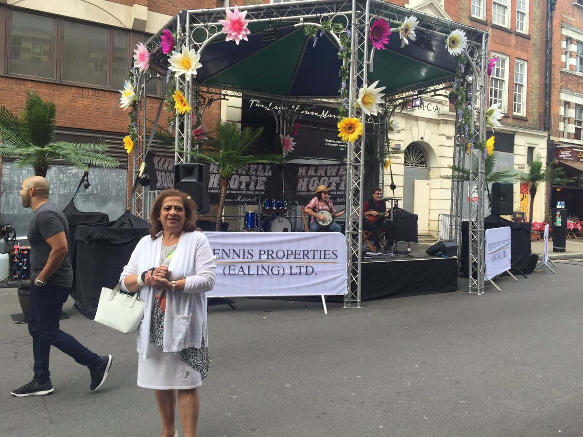 #make it Ealing loved great fun day enjoyed by many. Delicious food stalls,palm trees face painting #bond st @ECATories<br>http://pic.twitter.com/sjoyaq86av