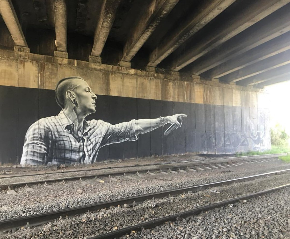 Awesome Chester mural in Kiev, Ukraine by Sasha Korban: https://t.co/S8W7lBSXis #RIPChester https://t.co/DqtFO9eVBB