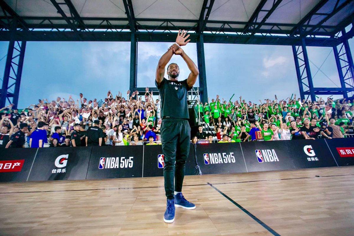 Kawhi Leonard has fun with fans at the #NBA5v5 in Beijing! #GlobalGame...