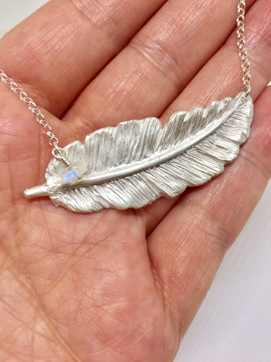 Take #home this handmade feather &amp; moonstone necklace  https://www. etsy.com/uk/listing/546 405081/silver-feather-necklace-moonstone-charm &nbsp; …  #CraftHour #HandmadeHour #epiconetsy #eShopsUK #forsale<br>http://pic.twitter.com/ekLO6zhFsB
