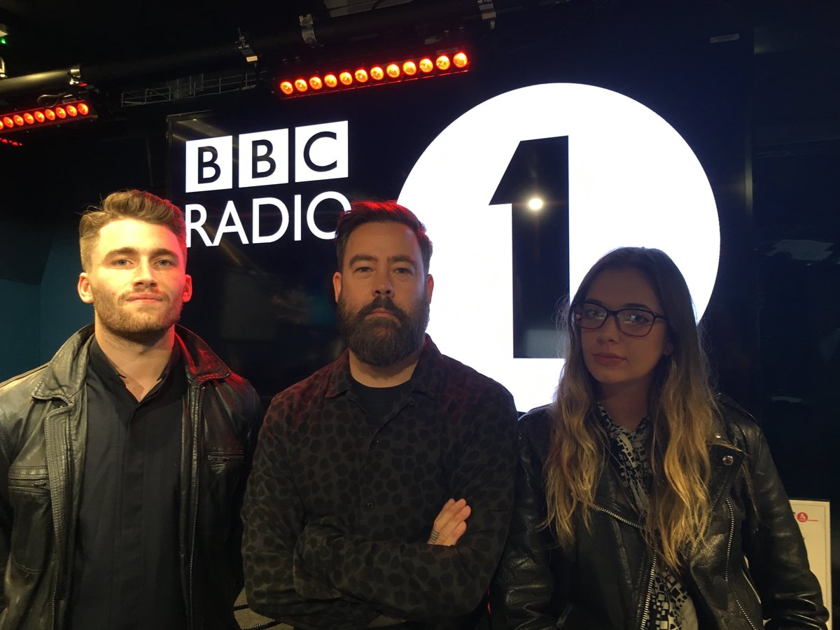 THEY ARE BACK! It&#39;s @MARMOZETS delivering their brand new track #Play to the @Radio1RockShow    http:// bbc.in/2weuVkg  &nbsp;  <br>http://pic.twitter.com/yniJjZnhrW