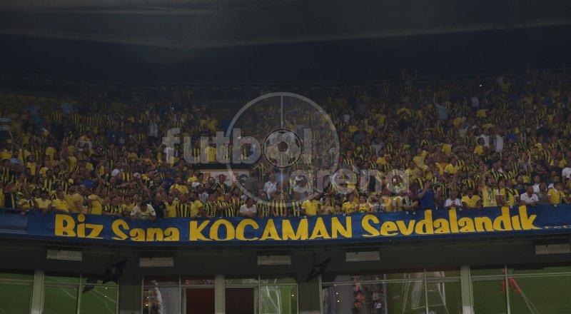 Fenerbahçe taraftarlarından Aykut Kocaman'a destek. https://t.co/Bm0qT...