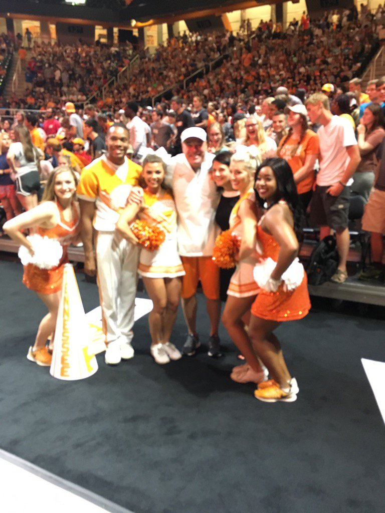 Thanks @UTCoachJones for helping #WelcomeVols 2017 @UTKnoxville https://t.co/2ITLTqAQWj
