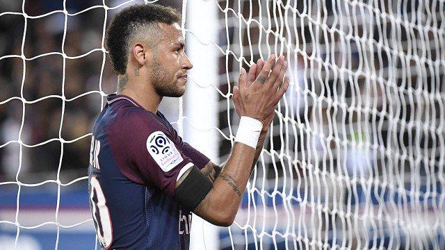 'Estou em casa', diz Neymar após atuação de gala em Paris https://t.co/ImLvojJ8r7