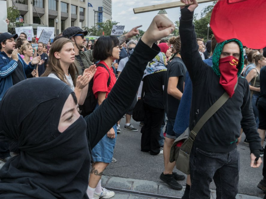 Police and counter-protesters clash in Quebec City outside right-wing...